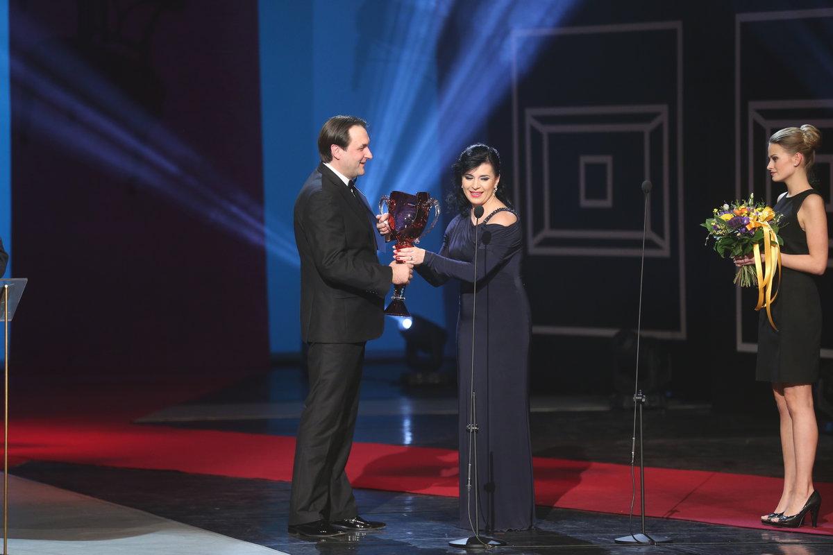 Andrea Kalivodová předala ocenění Svatopluku Semovi v kategorii opera