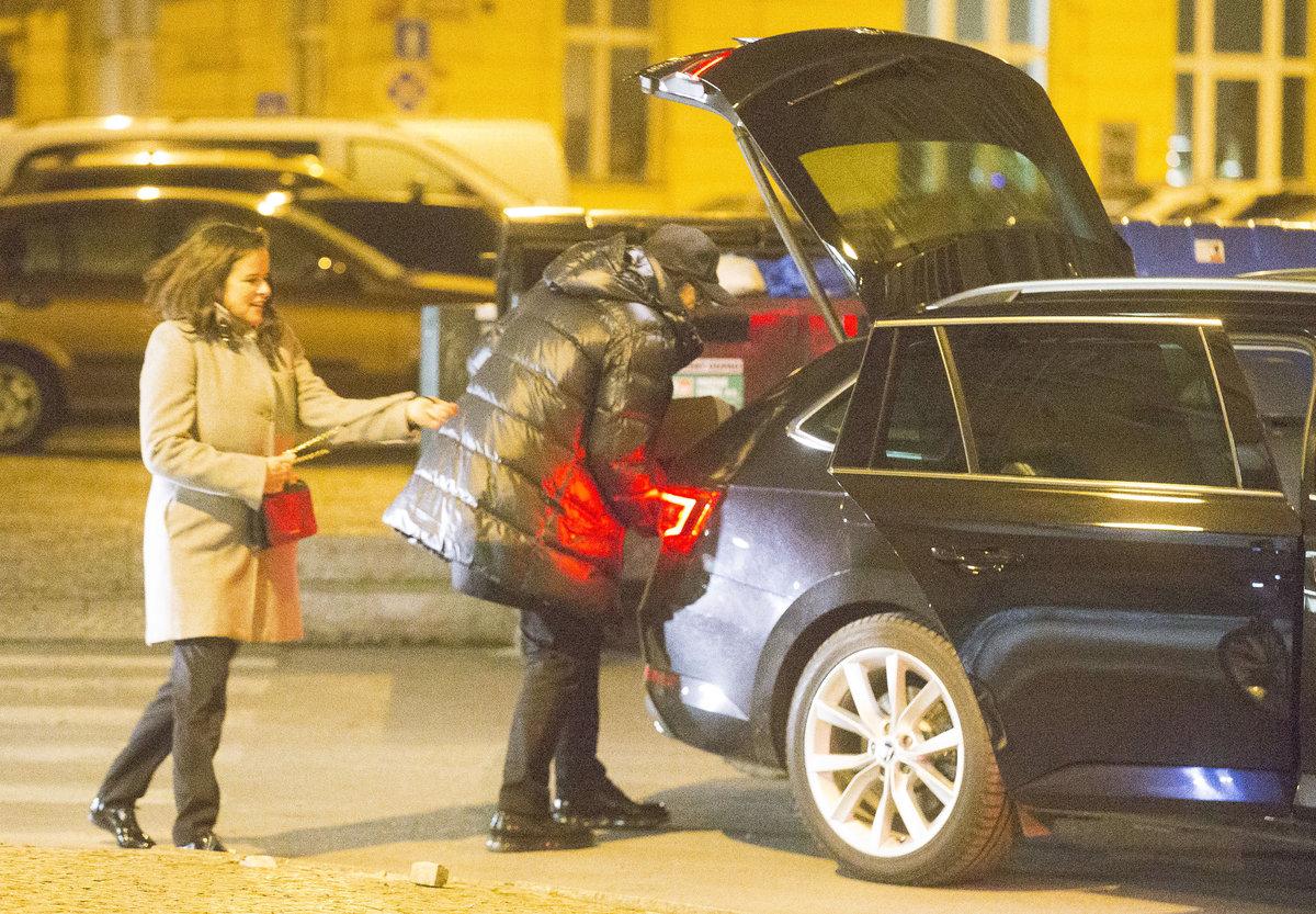 Jiří Korn s manželkou dali krabici do auta