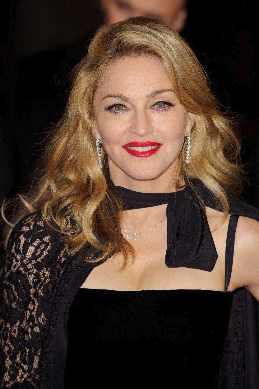 2012 - Filmová premiéra v Londýně.
