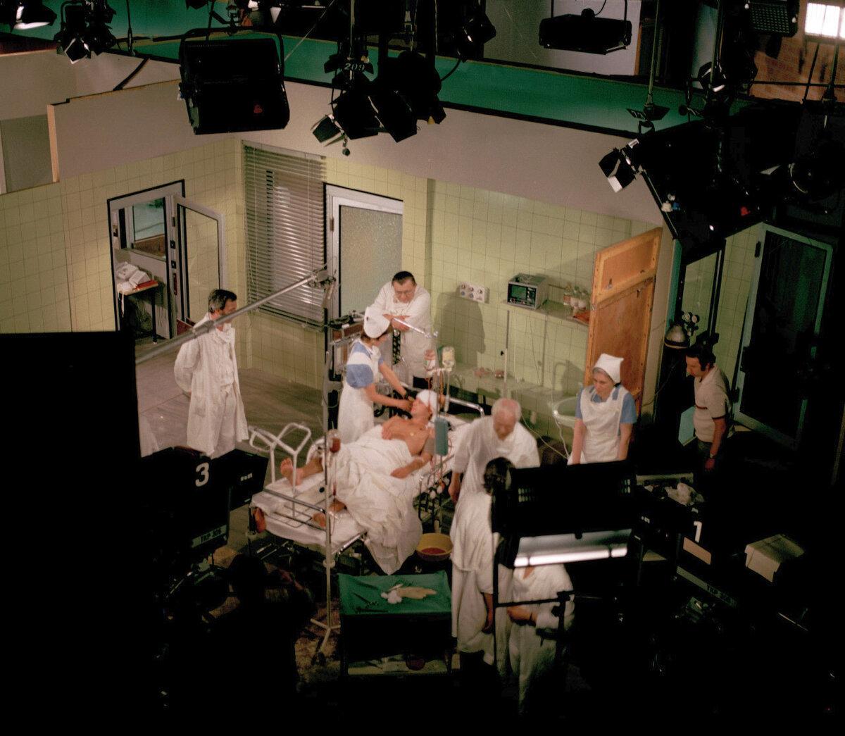 Záběry na operační sál.