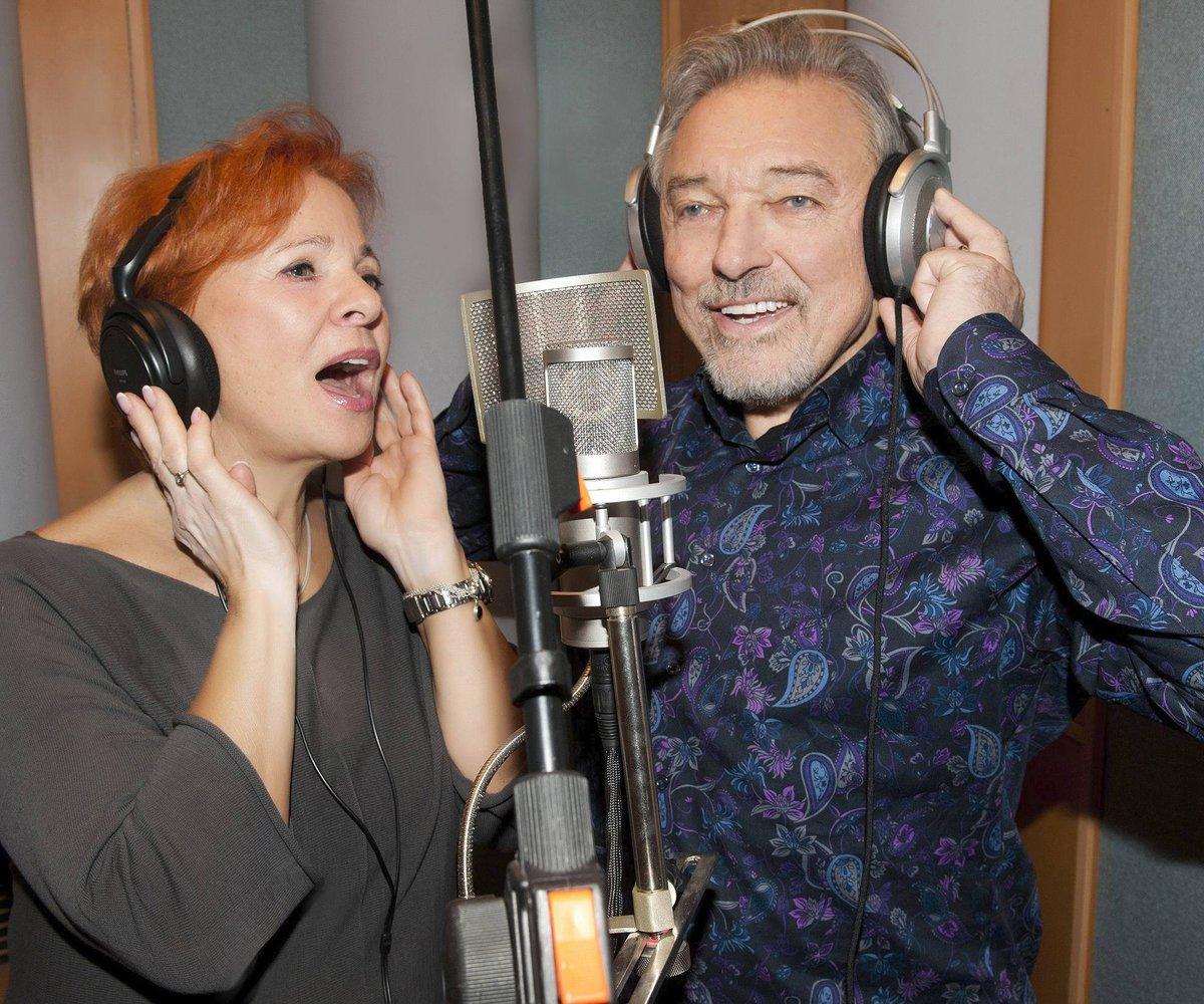 Druhý duet Slavík připravil s Kamilou Magálovou.