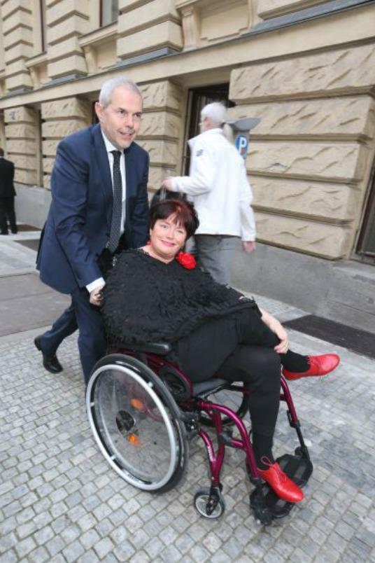 Marek Eben s manželkou Markétou Fišerovou, která je už léta kvůli nemoci upoutána na vozík