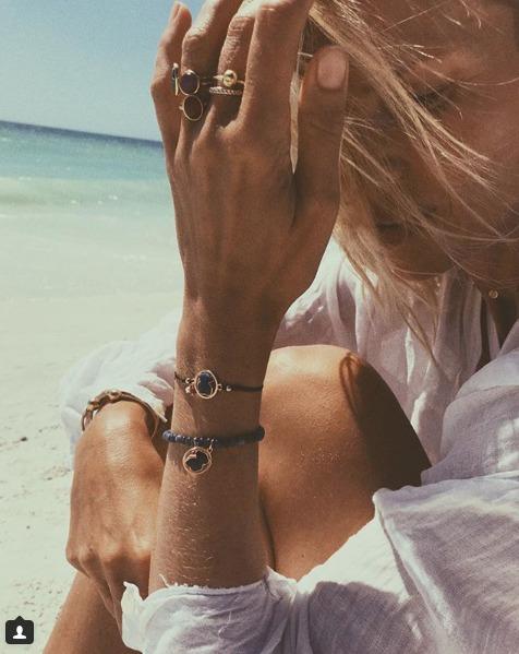 Daniela Peštová se na pláž ozdobila šperky za 5500 korun.