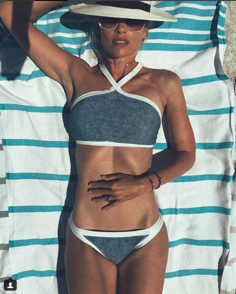Sexy Daniela Peštová na pláži.
