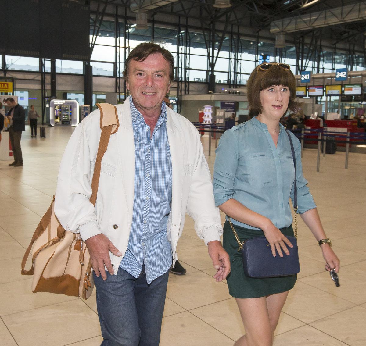 Pavlův táta s manželkou Monikou.