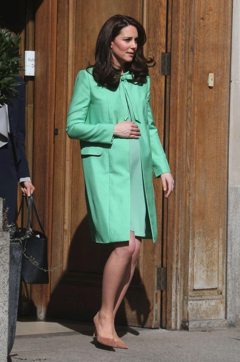 Kate neměla velká prsa ani během těhotenství.