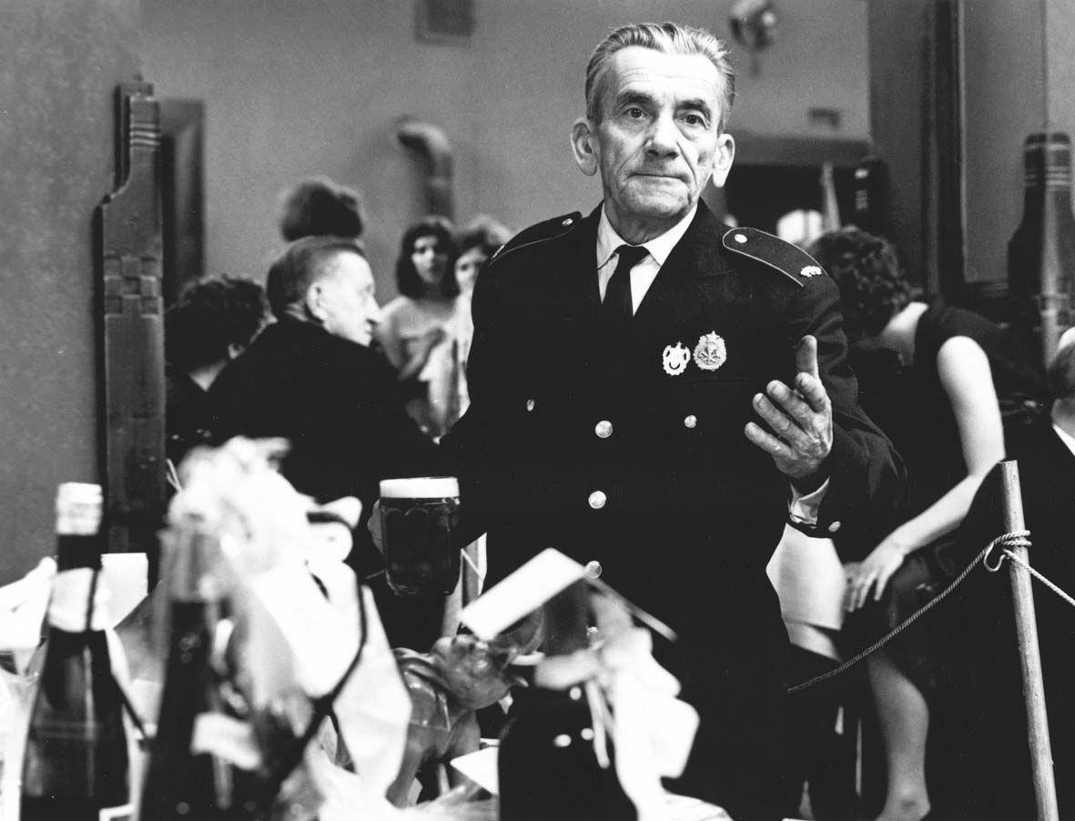 Herec Josef Kolb ve filmu Hoří, má panenko