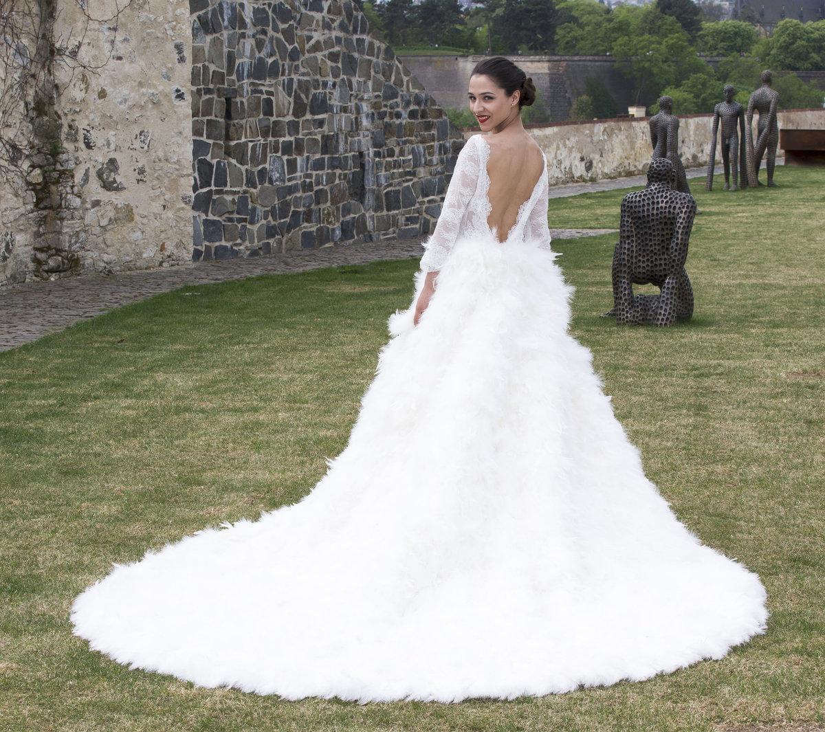 Eva Burešová se fotila ve svatebních šatech