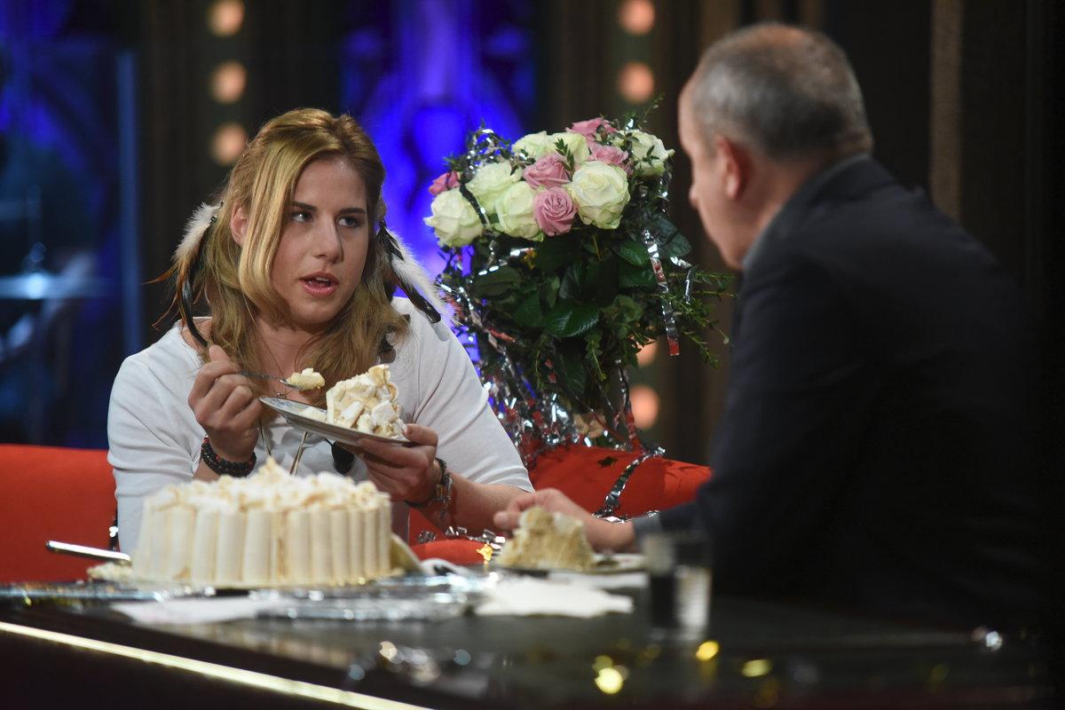 Ester Ledecká se ládovala dortem v Show Jana Krause