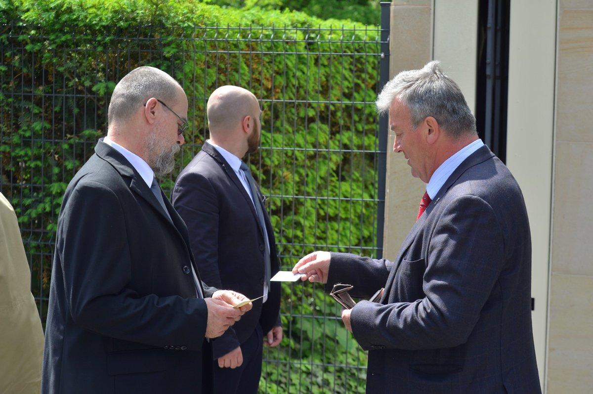 Hosté na velvyslanectví mohli přijít pouze na pozvání, jejich seznam není dostupný