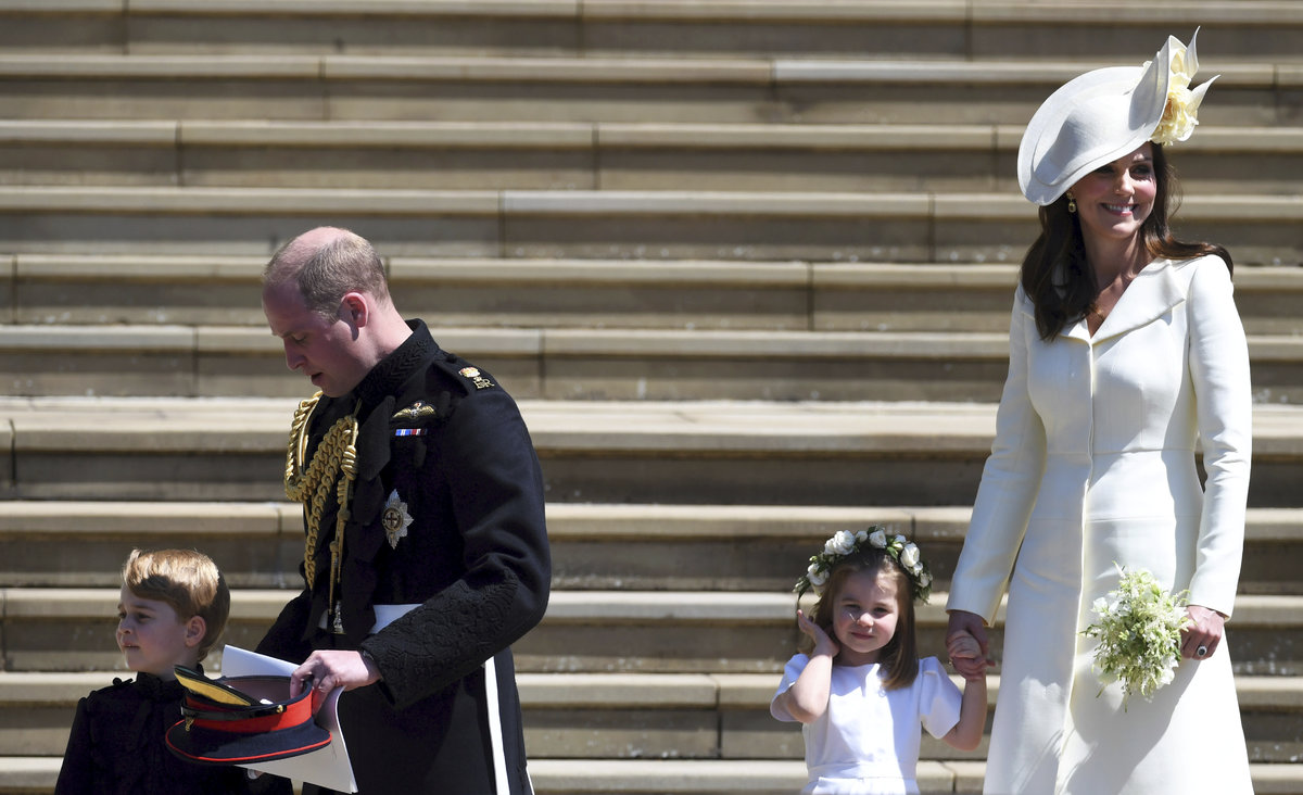 Princ George a princezna Charlotte se svými rodiči.