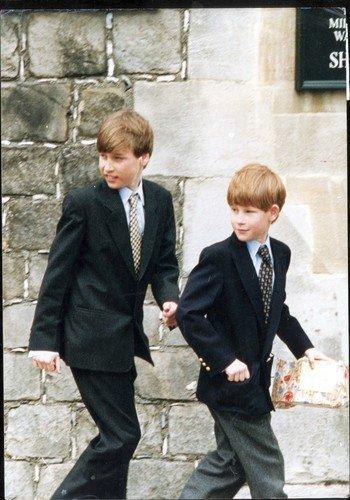 Malý princ William a jeho bratr Harry.