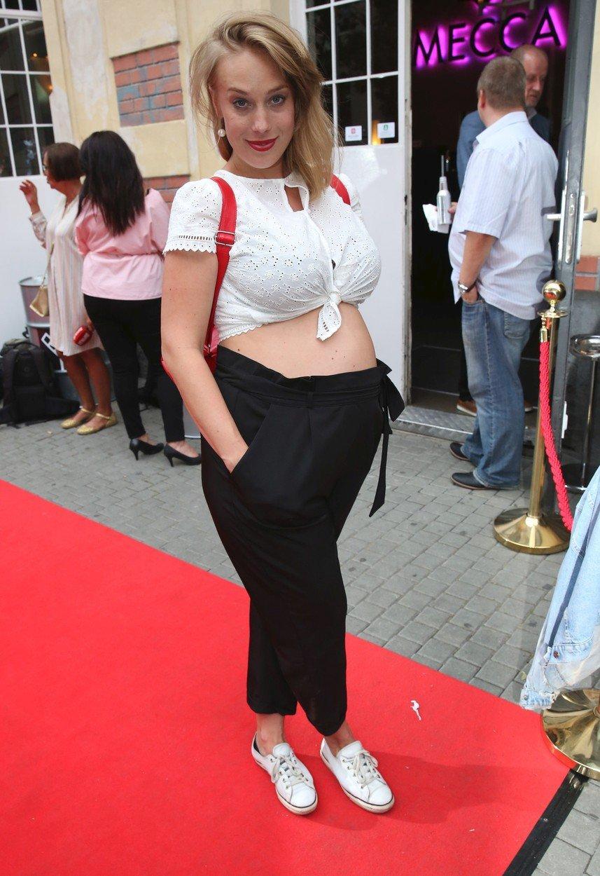 Aneta Krejčíková ukázala těhotenské bříško