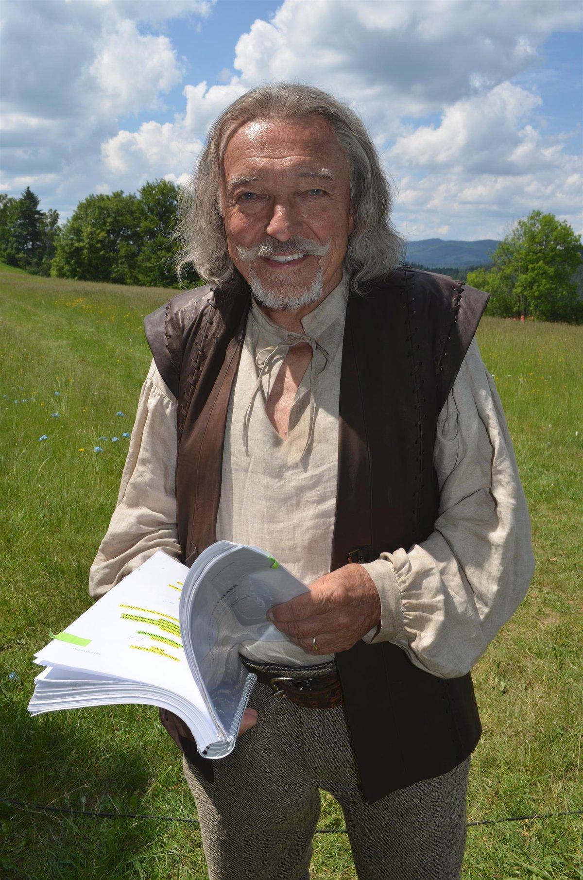 Karel Gott v pohádce Když draka bolí hlava.