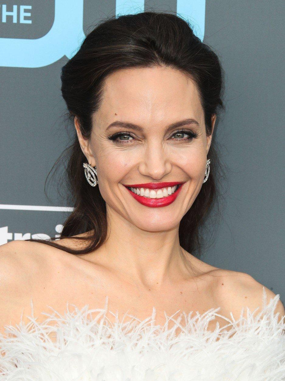 2018 - Angelina je krásná žena.