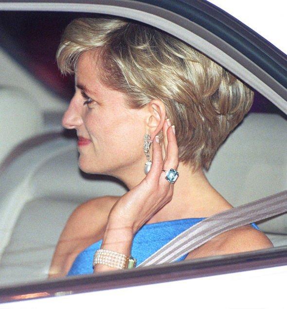 Princezna Diana s akvamarínovým prstenem