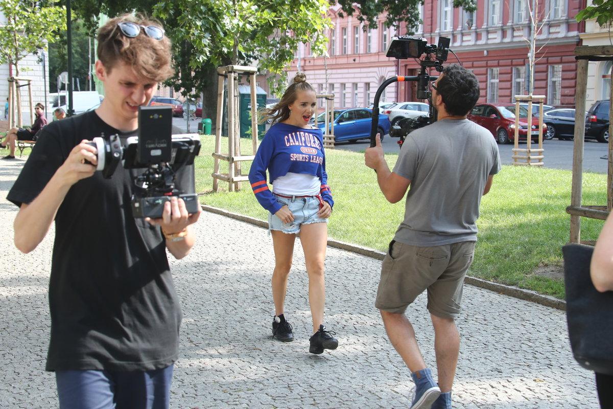 Natáčení klipu Lucie Vondráčkové v Praze
