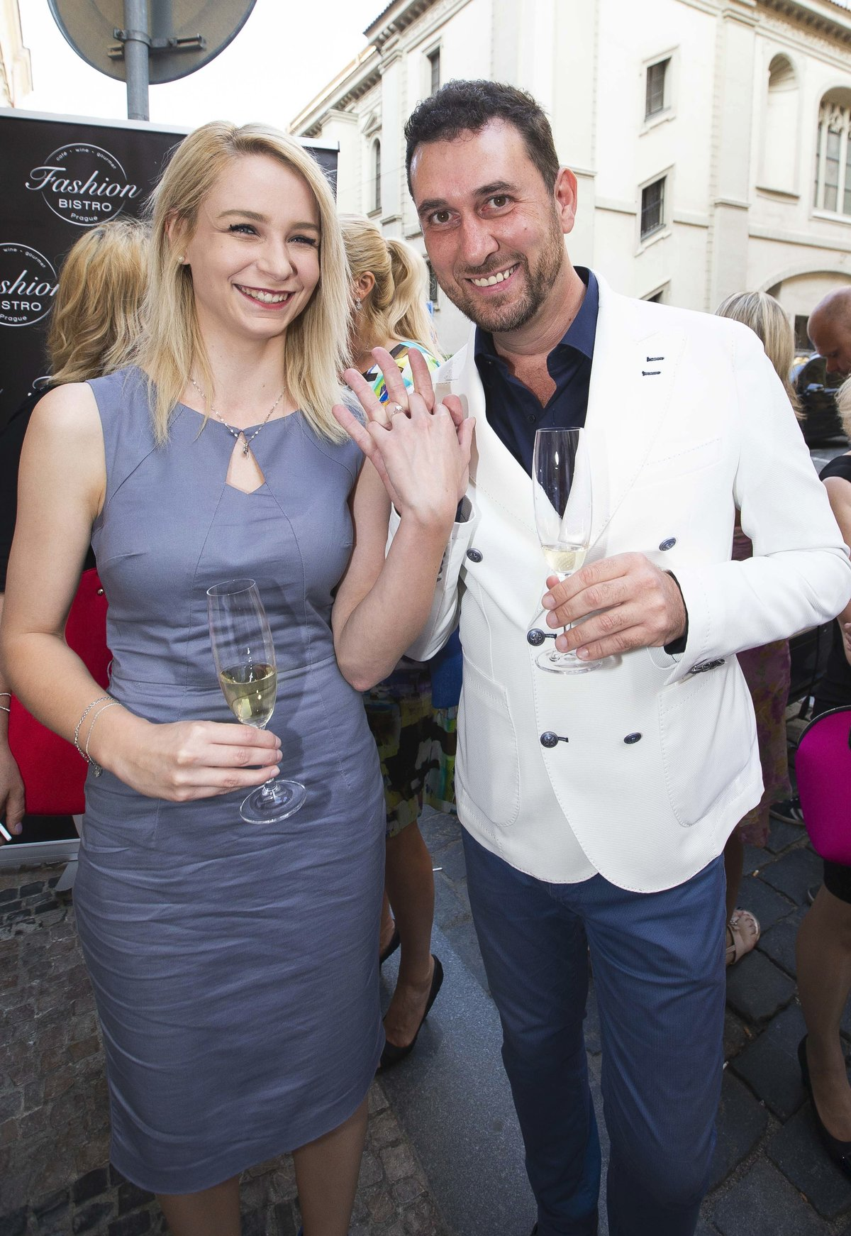 Italský hrabě Domenico Martucci s přítelkyní Nikolou Vrbovou