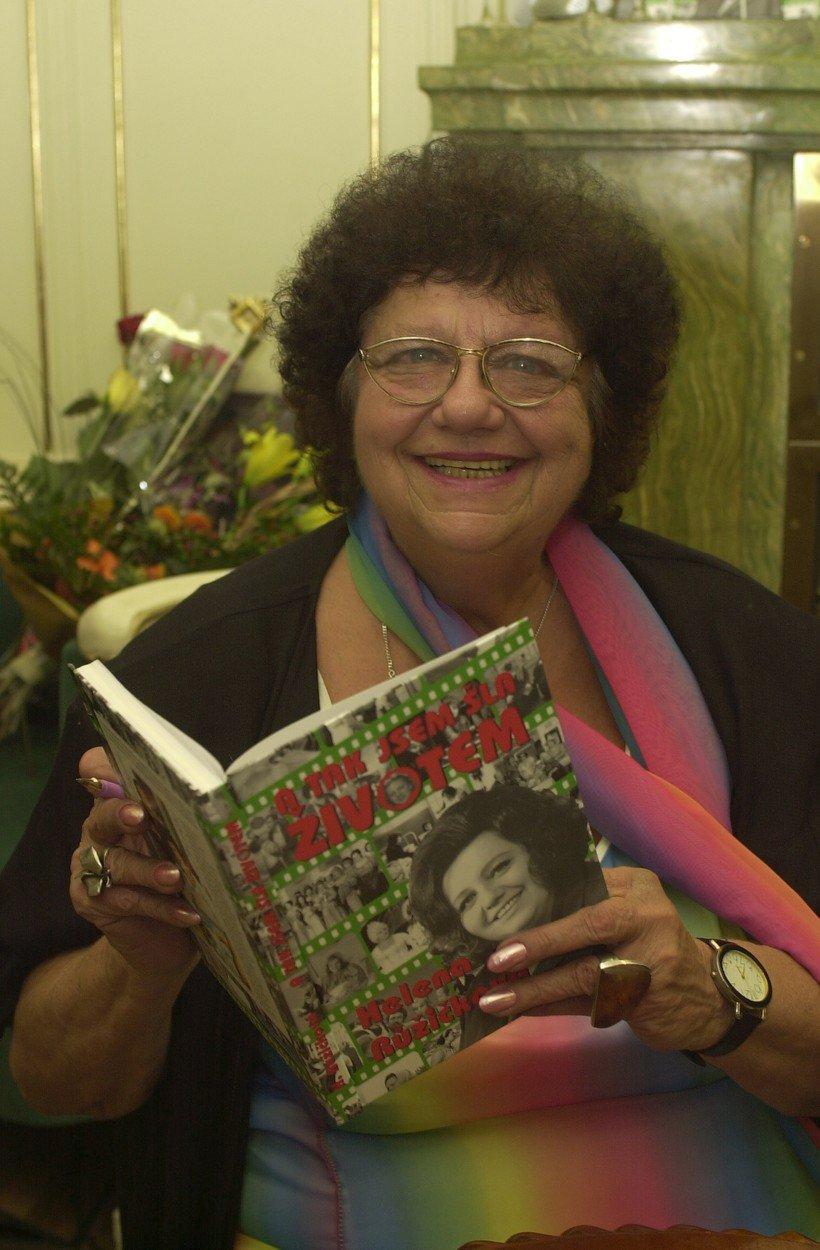 Po roce 1989 začala kromě hraní taky psát. Napsala mimo jiné spoustu kuchařek.