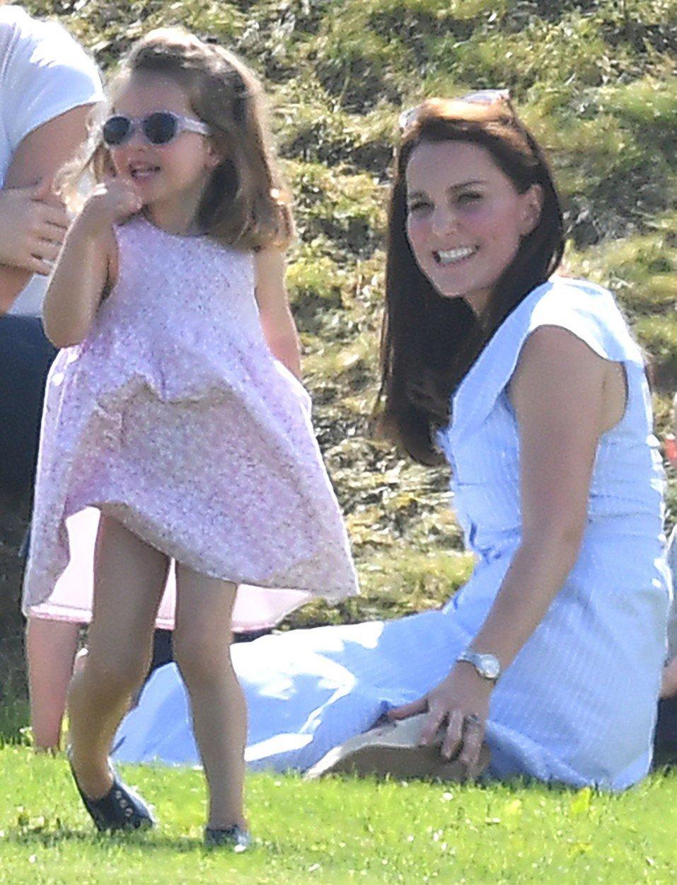 Vévodkyně Kate s princeznou Charlotte