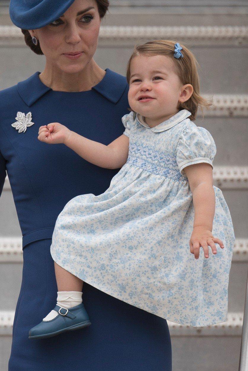 Vévodkyně Kate s malou Charlotte.