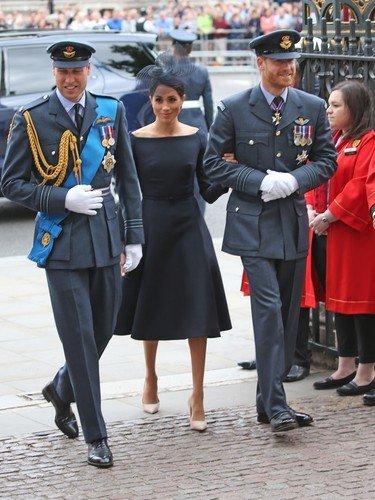 Královská rodina u příležitosti stého výročí královského letectva