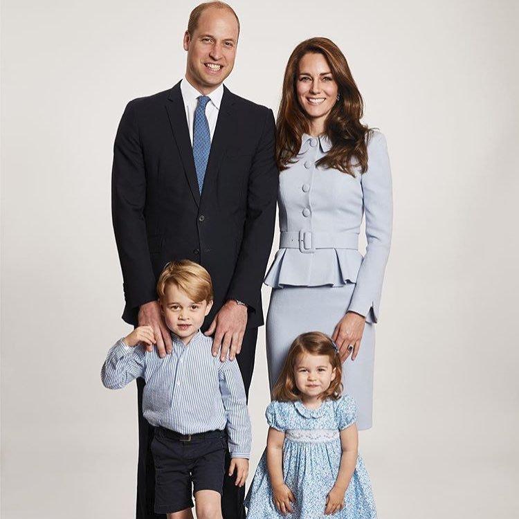 Princ George a princezna Charlotte.