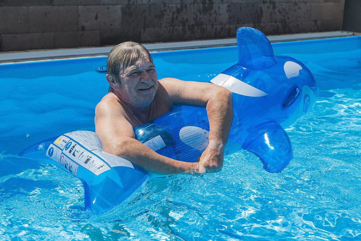 Roman Skamene plave v bazénu