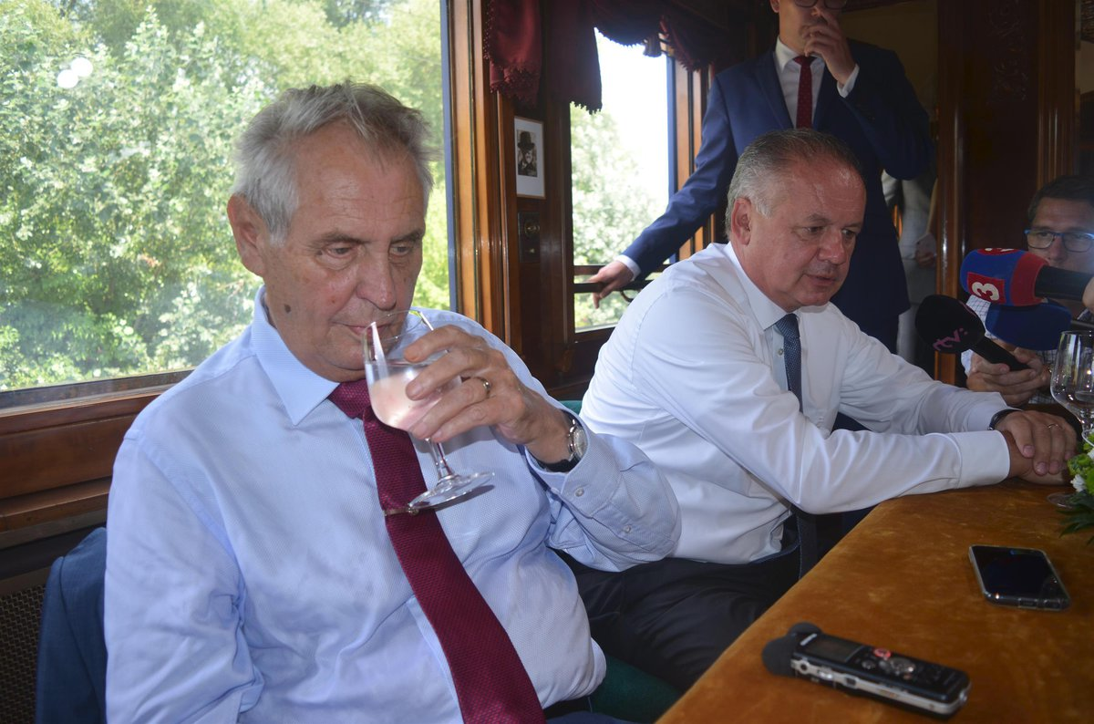 Prezidenti Miloš Zeman a Andrej Kiska vyrazili po stopách T. G. Masaryka: Vlakem do slovenských Topoľčianek