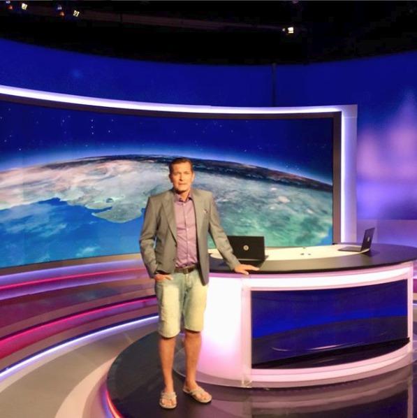 Martin Pouva v Televizních novinách moderoval dokonce i v kraťasech.