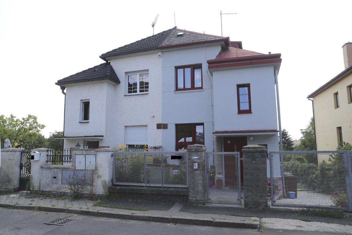 Dům v Hůrské ulici má dvě části. Tereza kupuje tu levou.