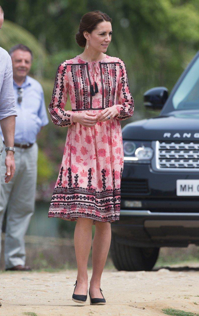 Vévodkně Kate v šatech z TopShopu v roce 2016
