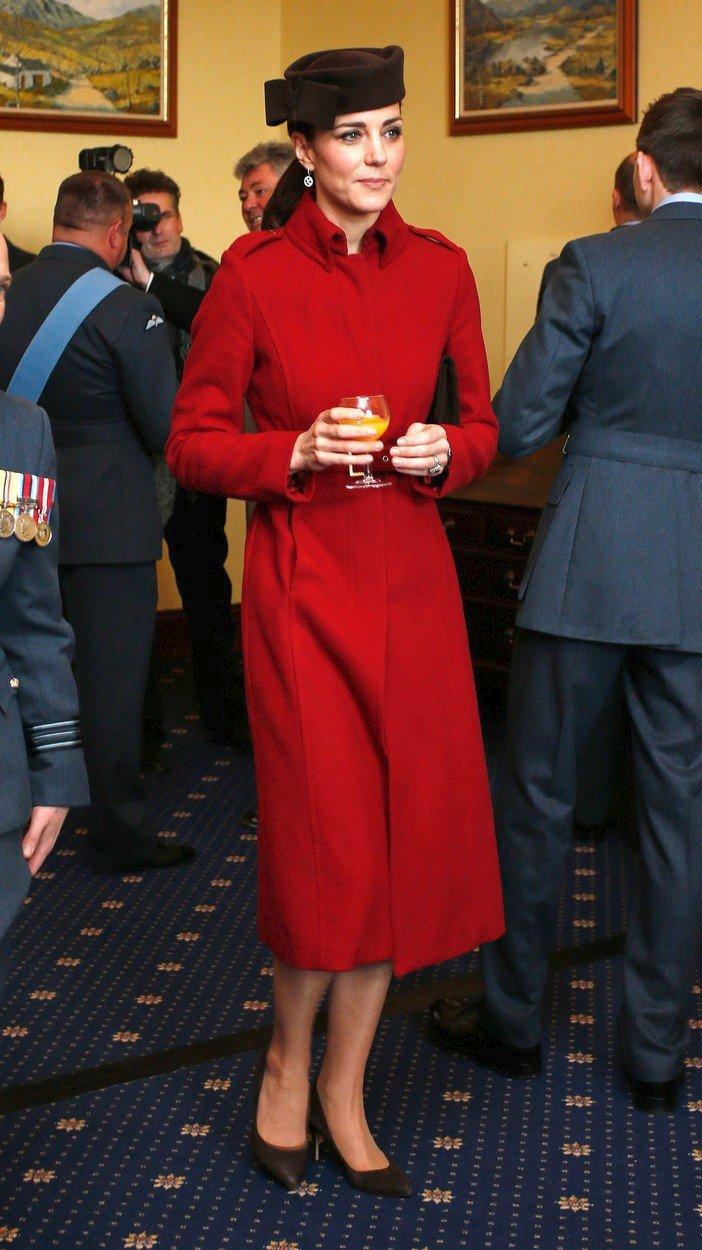 Vévodkyně Kate v kabátu L.K. Bennett