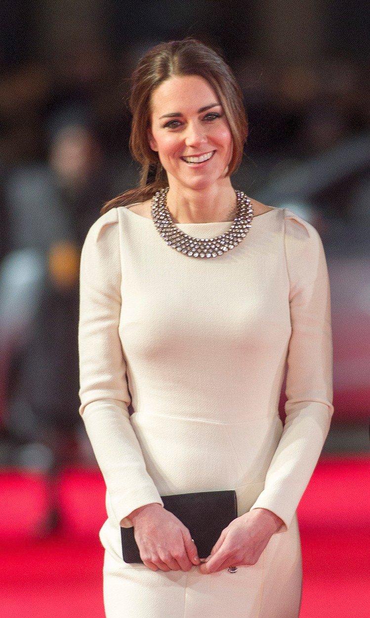 Vévodkyně Kate a její náhrdelník ze Zary v roce 2013