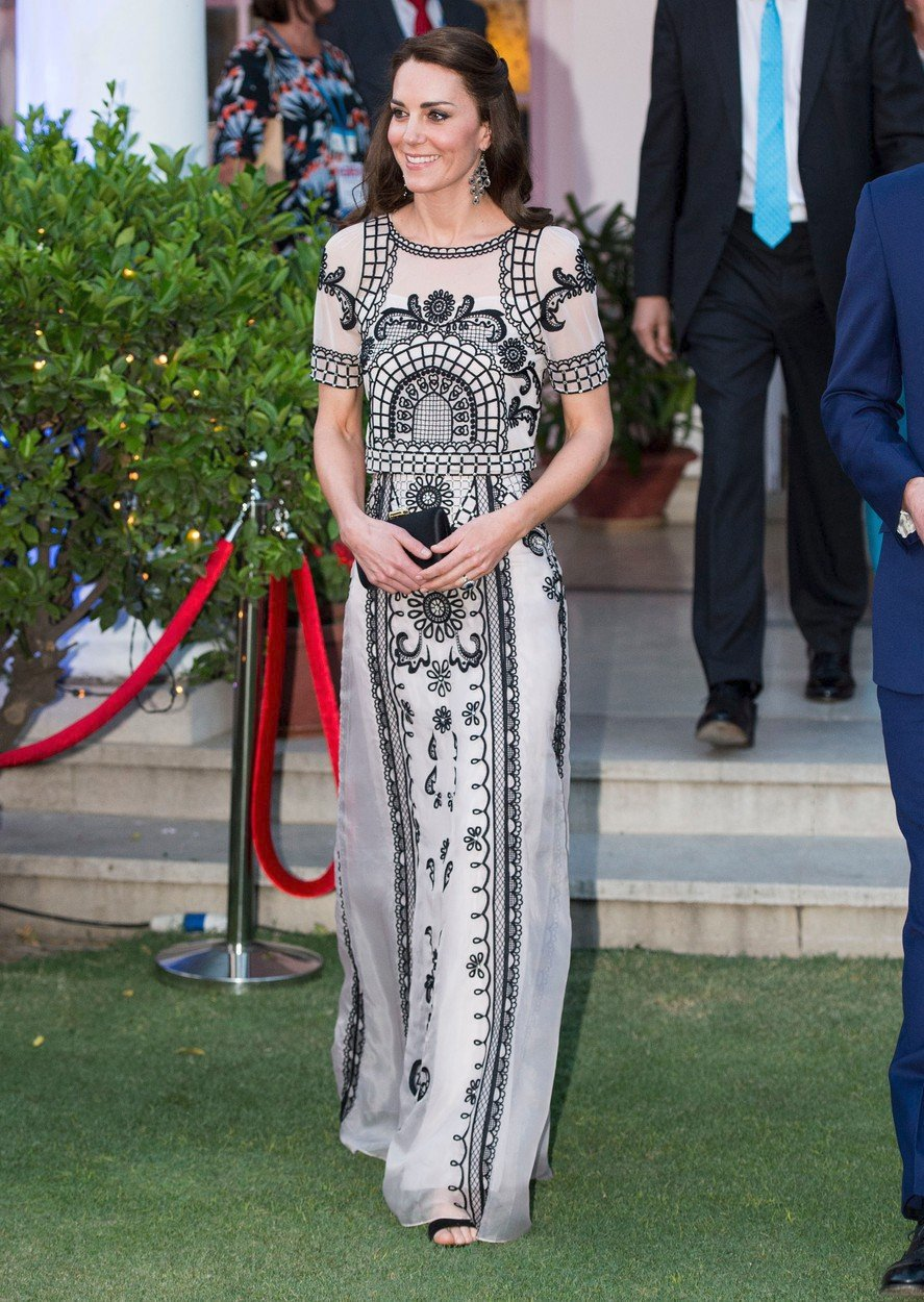 Vévodkyně Kate v šatech Temperley London v roce 2016