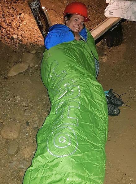 Kristýna Janáčková na zemi v tunelu