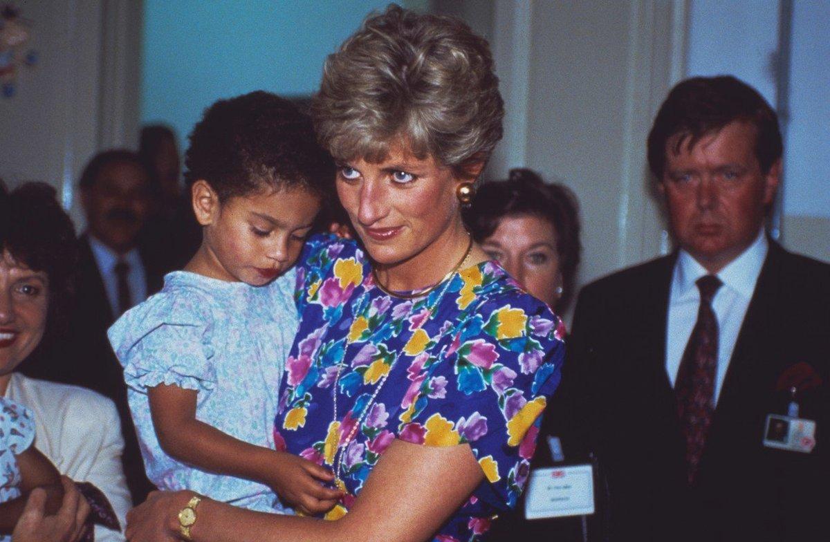 Princezna Diana a za ní její bodyguard Ken Wharfe