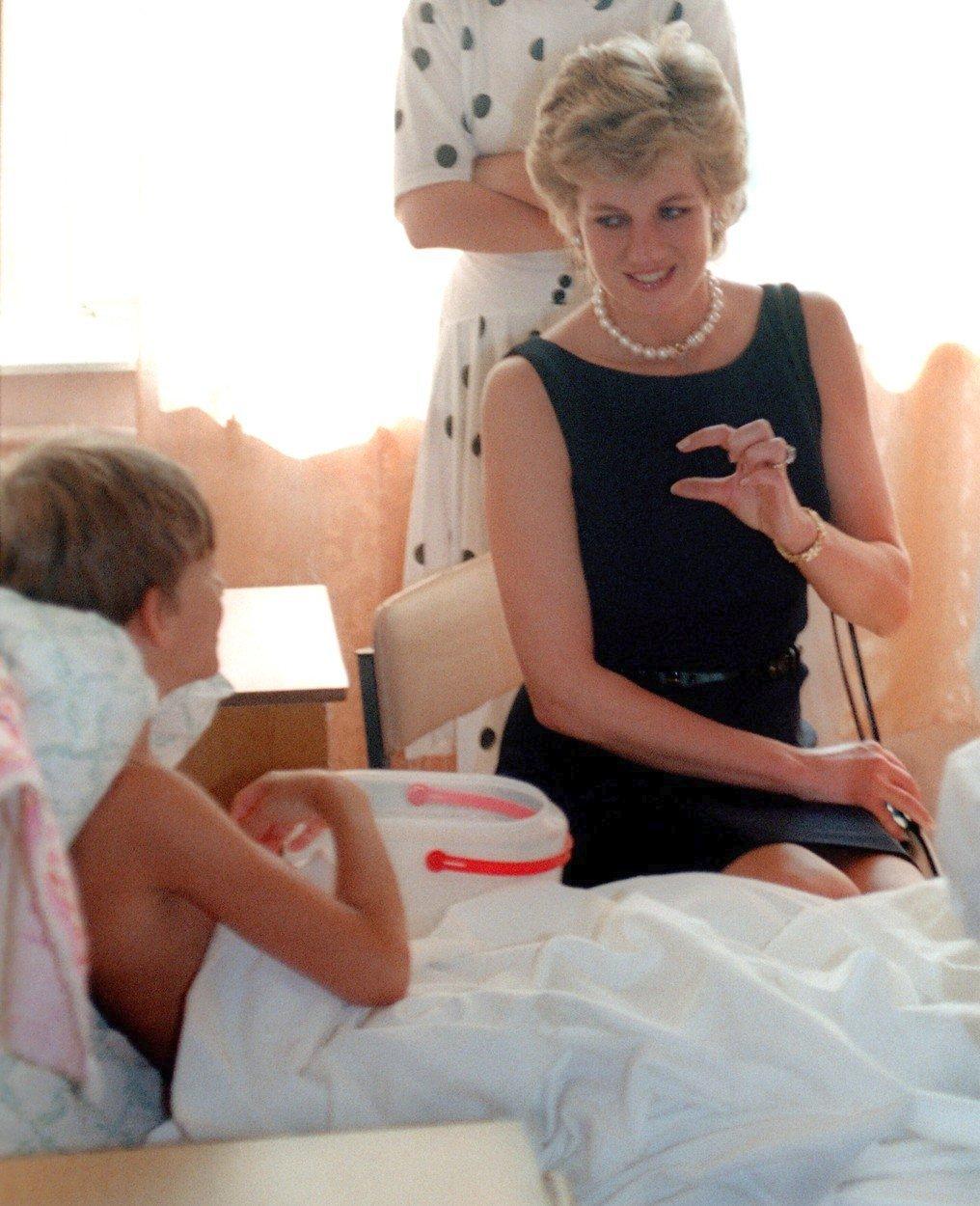 Lady Diana navštěvovala pravidelně dětské nemocnice