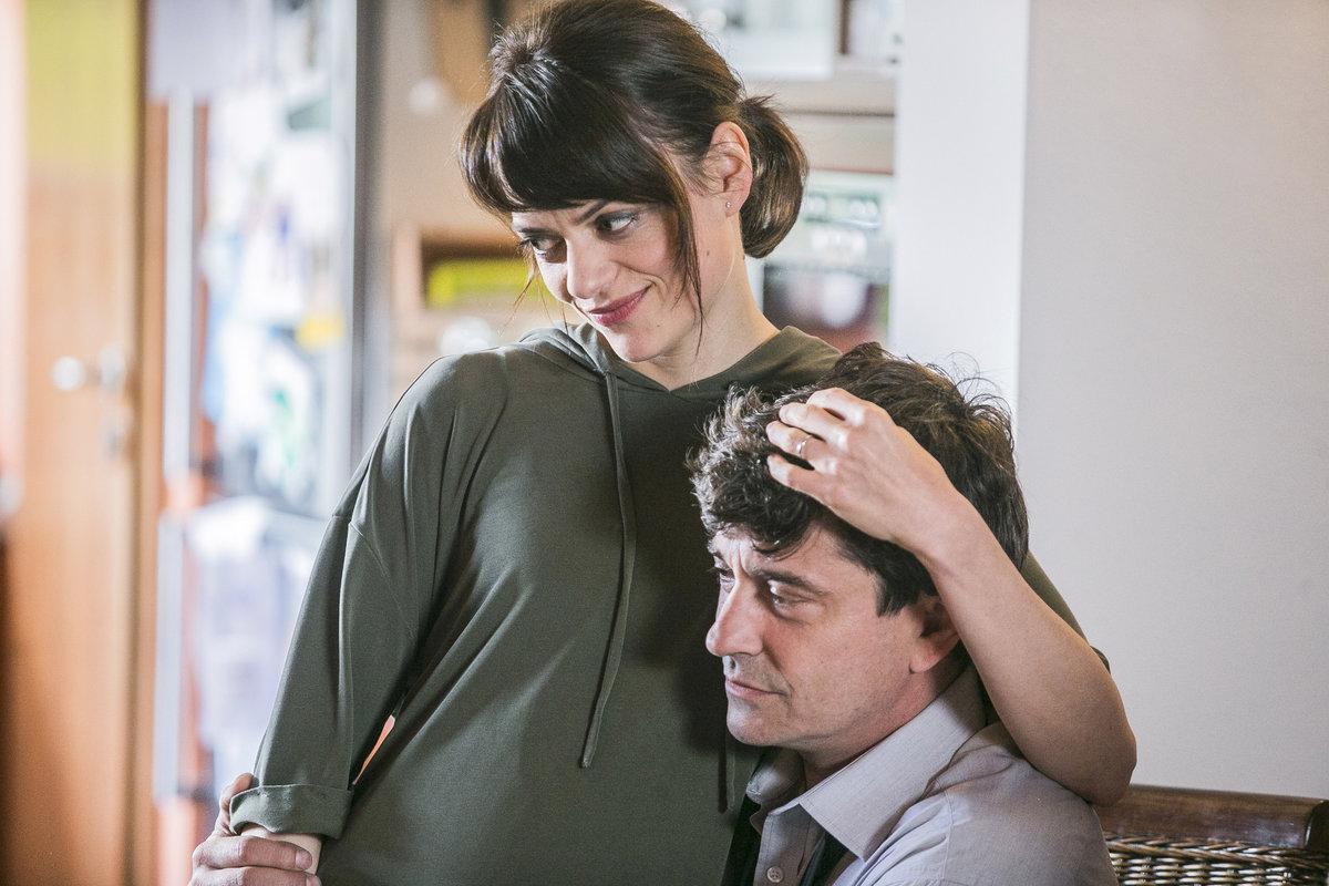 Jana Stryková a Saša Rašilov v seriálu Tátové na tahu