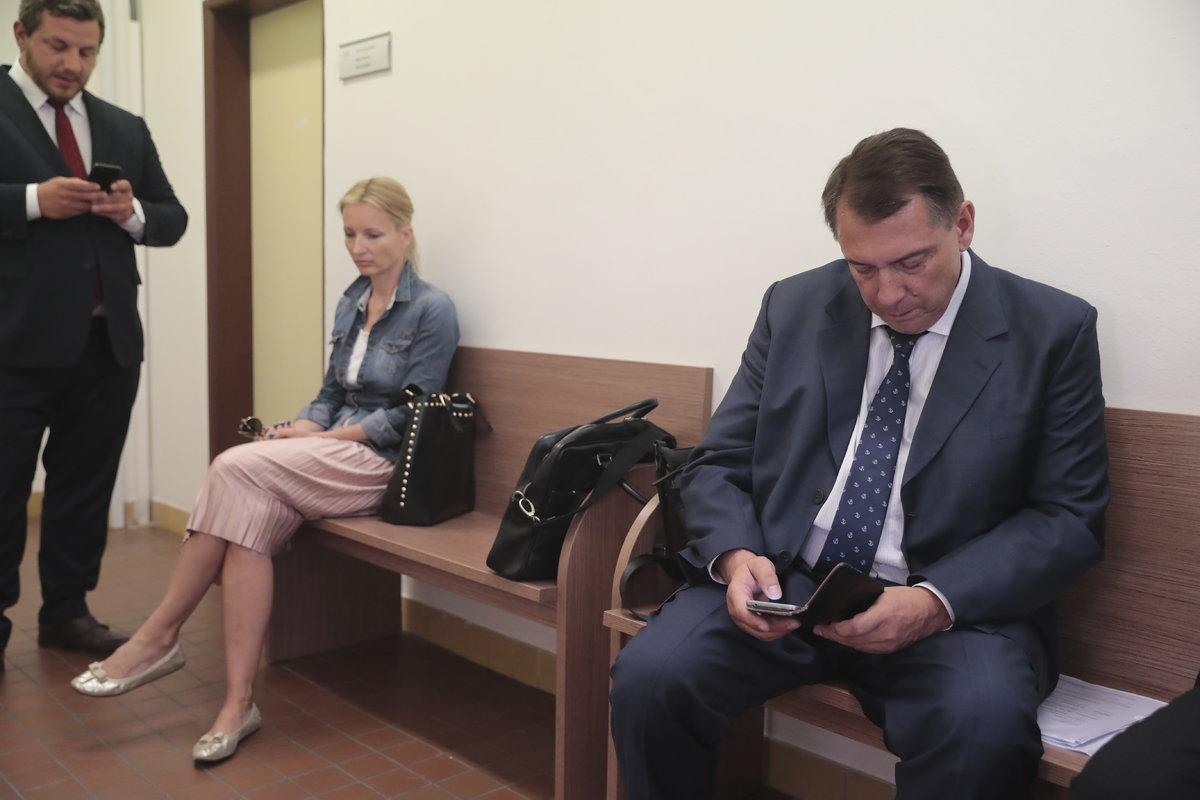 Petra Paroubková se Jiřím Paroubkem rozvádějí.