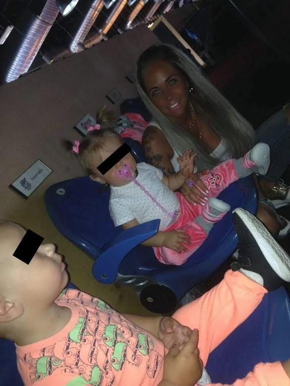 Od července si Marie Růžičková dává na Facebook už jen fotky s dcerou.