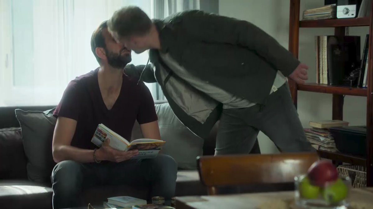 Líbačka Jakuba Prachaře s kolegou Petrem Vaňkem v seriálu Tátové na tahu.