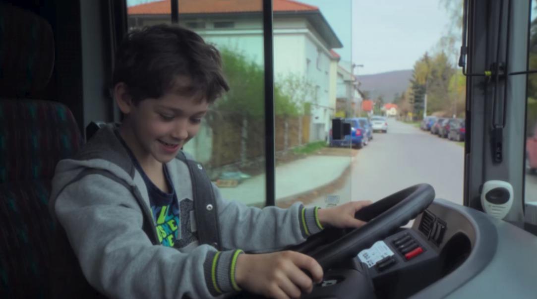 Malý herec se při natáčení dobře bavil.