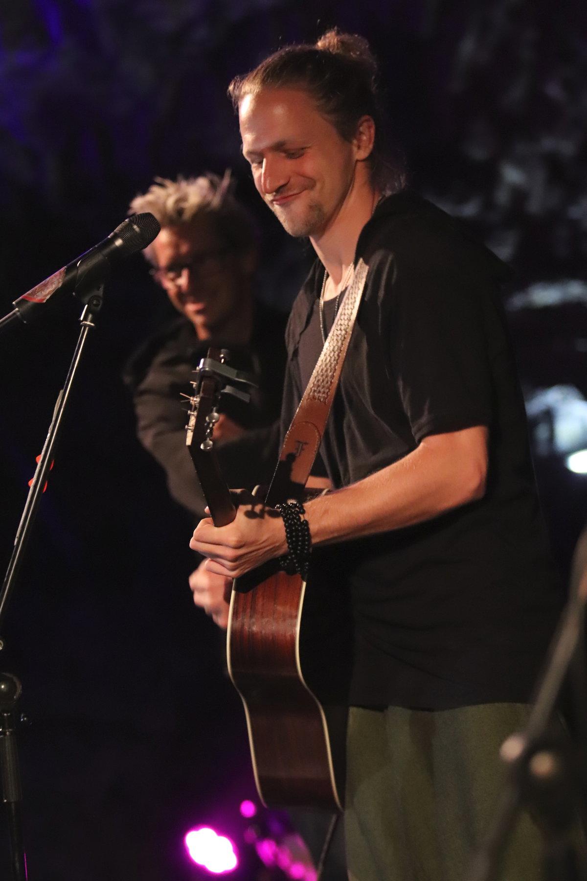 Klus zazpíval v Býčí skále řadu svých hitů.