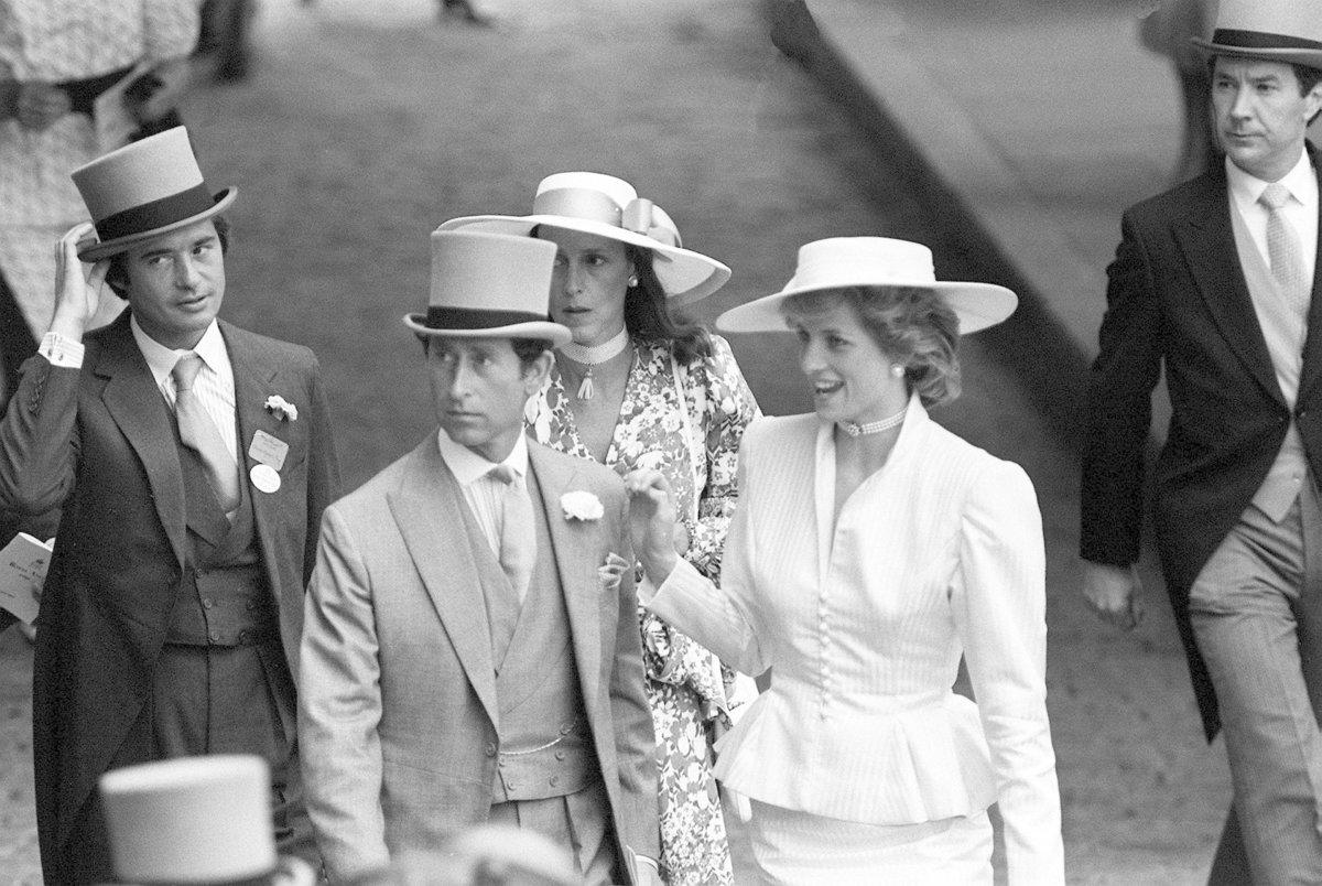 Oliver s manželkou Diane a královským párem.
