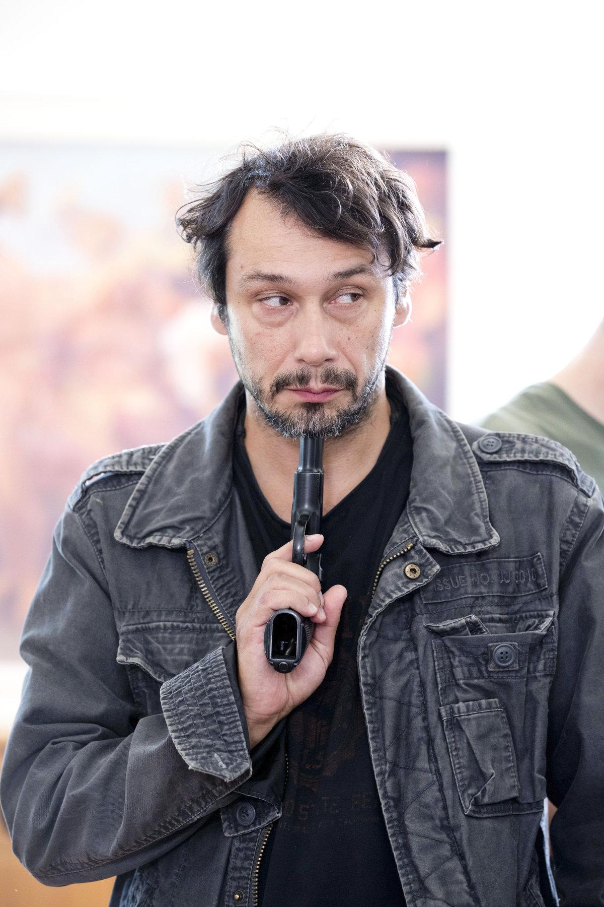 Pavel Liška si dal pistoli k hlavě sám.