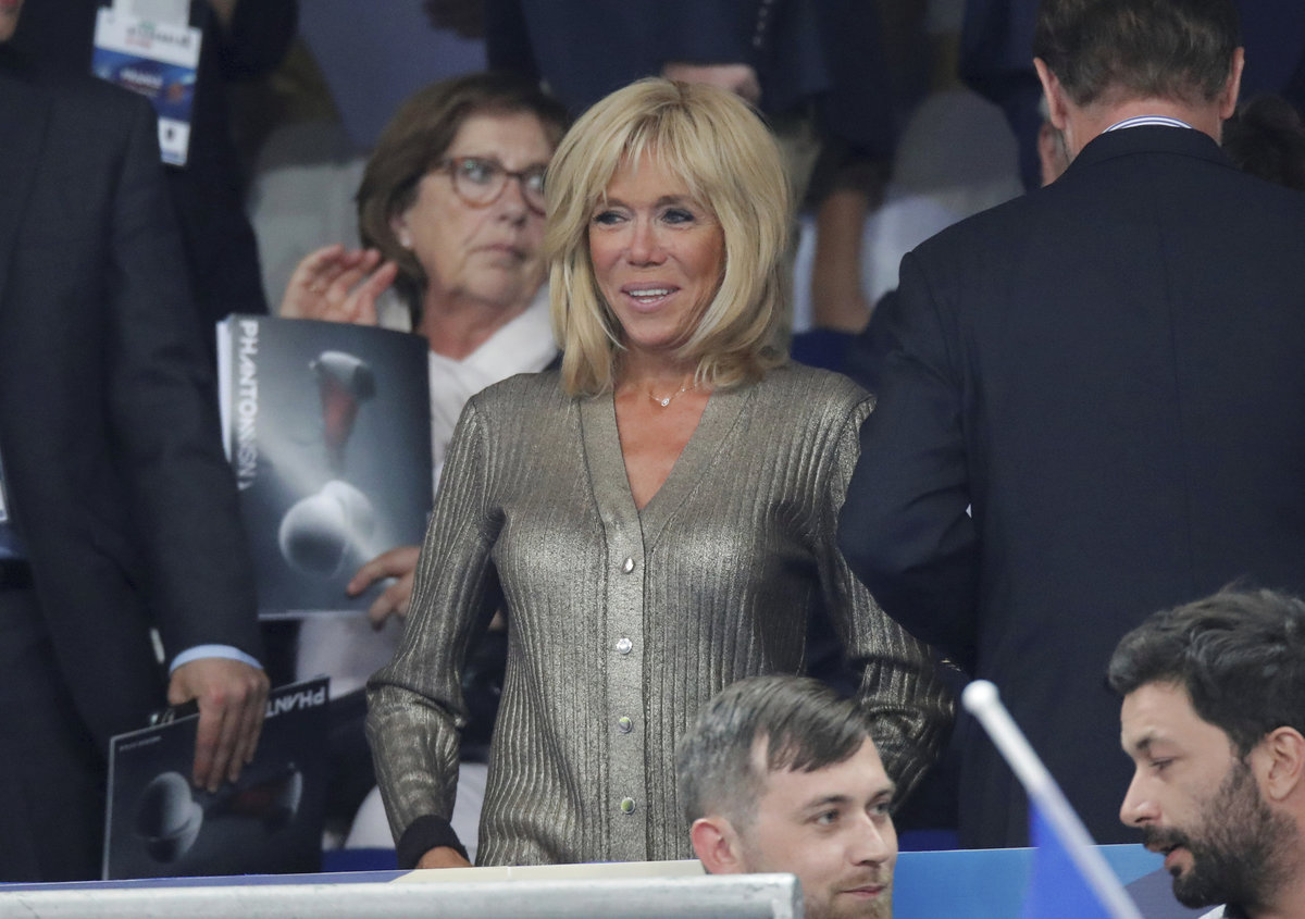Brigitte Macronová doprovodila manžela, prezidenta Macrona, na fotbal.
