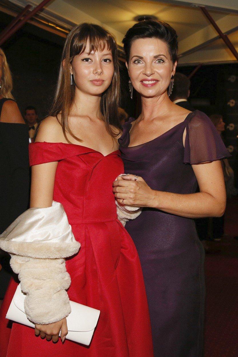 Moderátorka Markéta Fialová s dcerou Emmou .