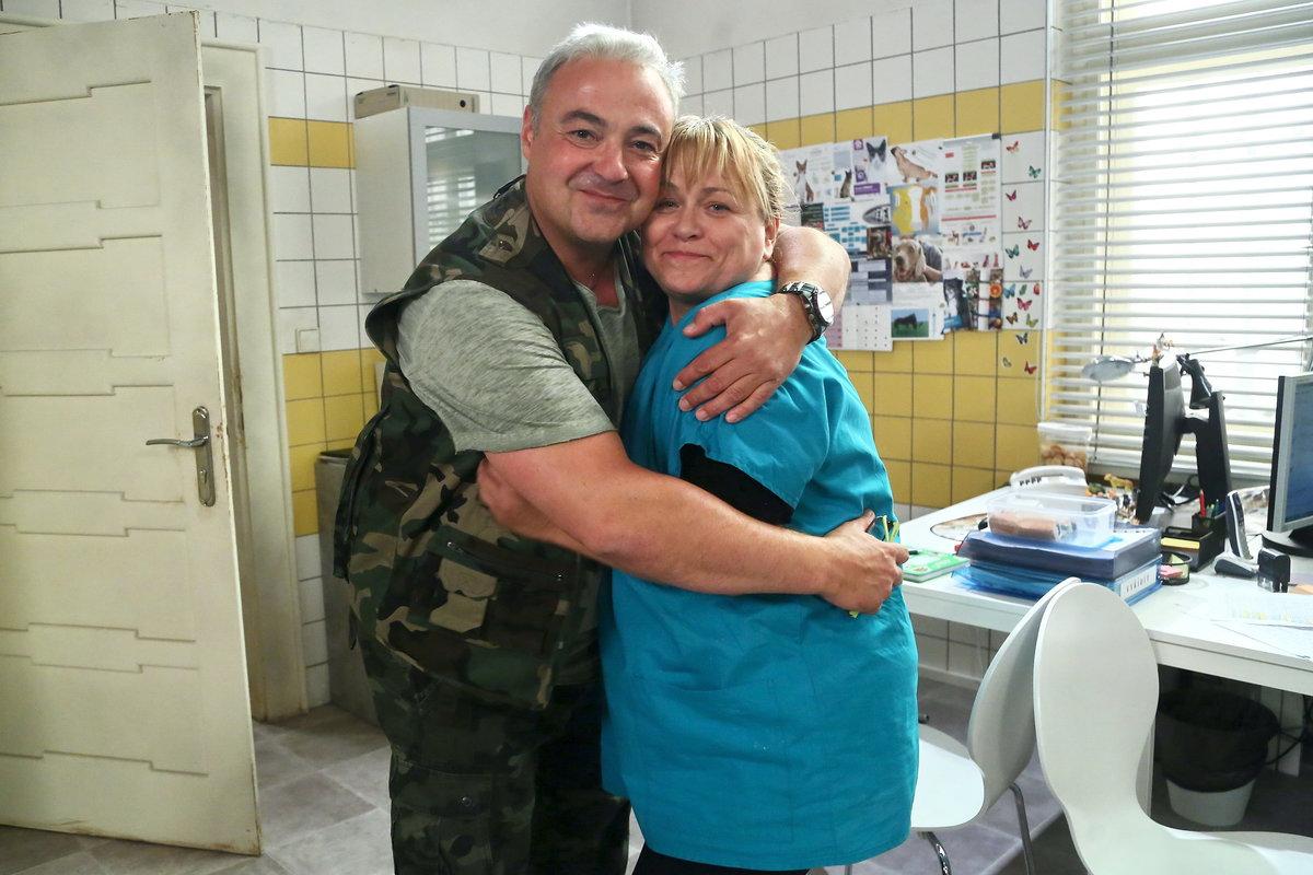Martin Zounar a Pavla Tomicová v seriálu Krejzovi