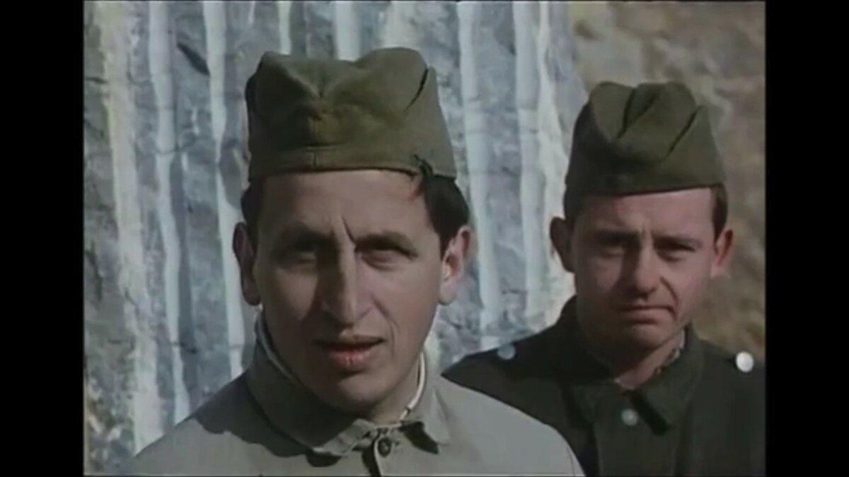 1992 Černí baroni. Vojíni Voňavka (Jan Kraus) a Vata (Milan Šimáček).